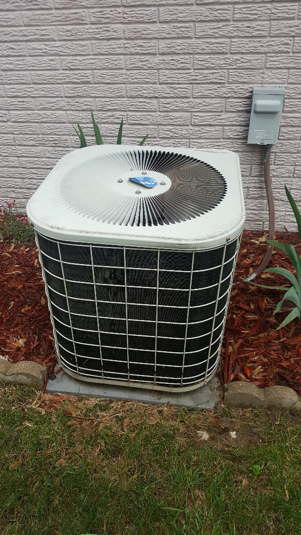 Freeport, IL - Heil air conditioning maintenance inspection and cleaning