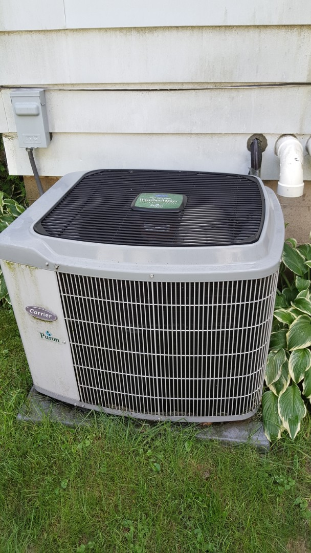 Freeport, IL - Annual inspection in a carrier air conditioner.