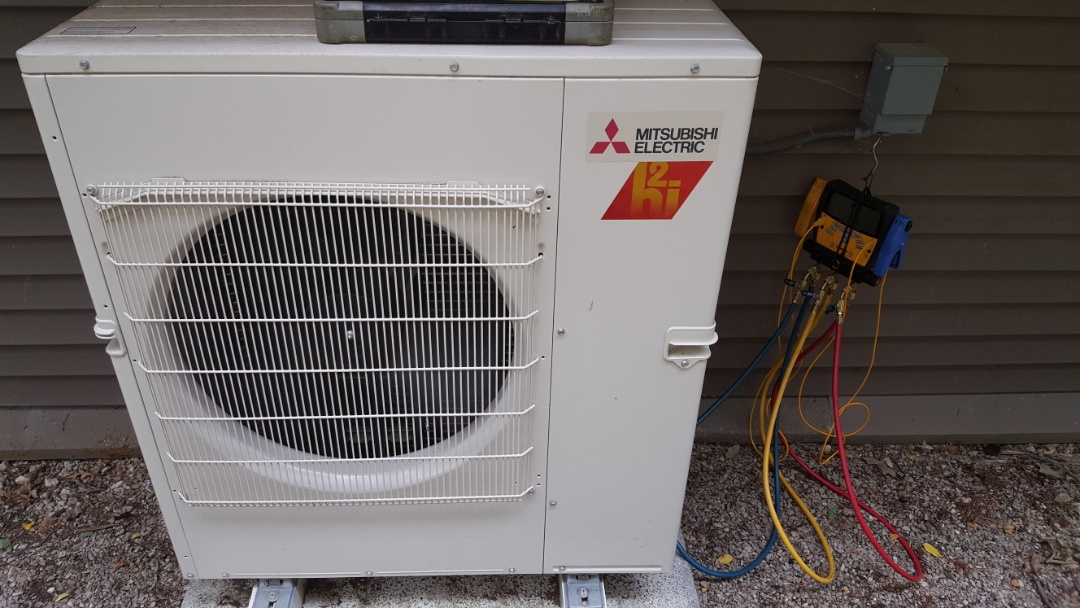 Apple River, IL - Seasonal maintenance on a Mitsubishi air heat pump.