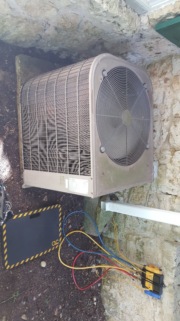 Freeport, IL - Seasonal maintenance on a Lennox air conditioner. Oldie but a goodie. She. The serial number is 2 characters long you know it's old!!! PROPER MAINTENANCE GOES A LONG WAY :)