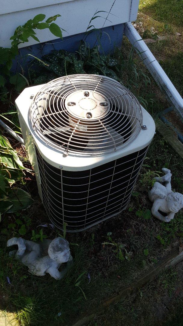 Freeport, IL - Seasonal maintenance on a Bryant air conditioner.