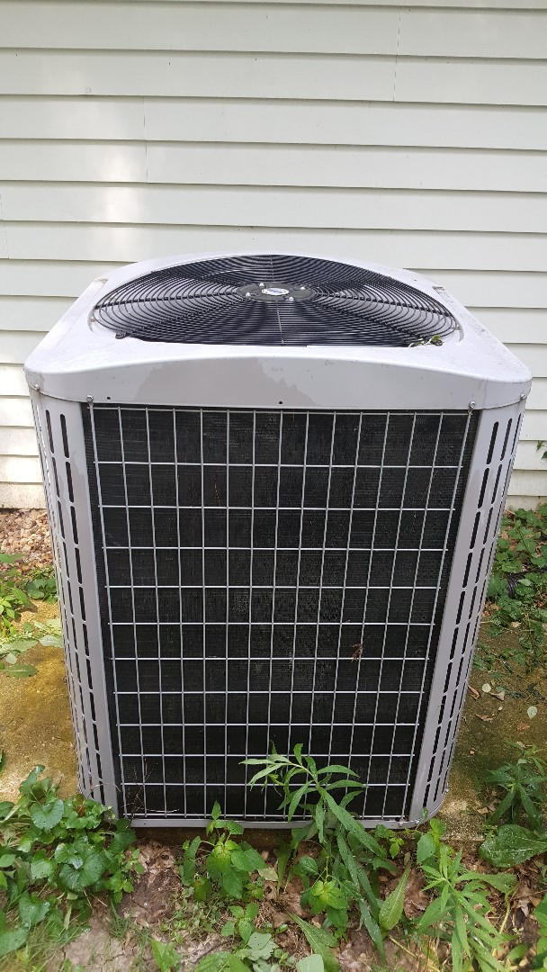 Freeport, IL - Seasonal maintenance on a carrier air conditioner l.