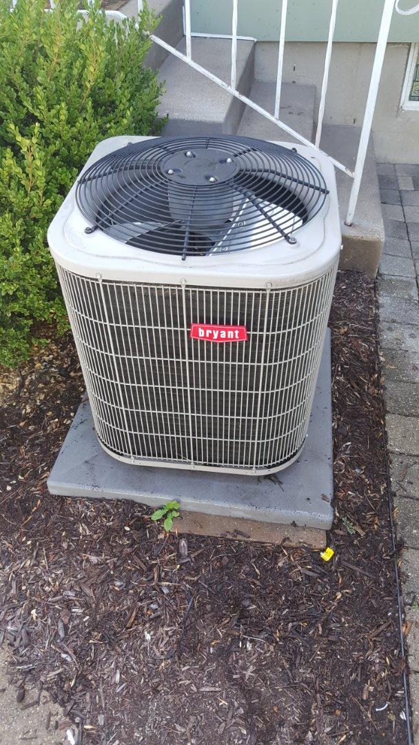 Freeport, IL - Air conditioner repair on a Bryant unut.