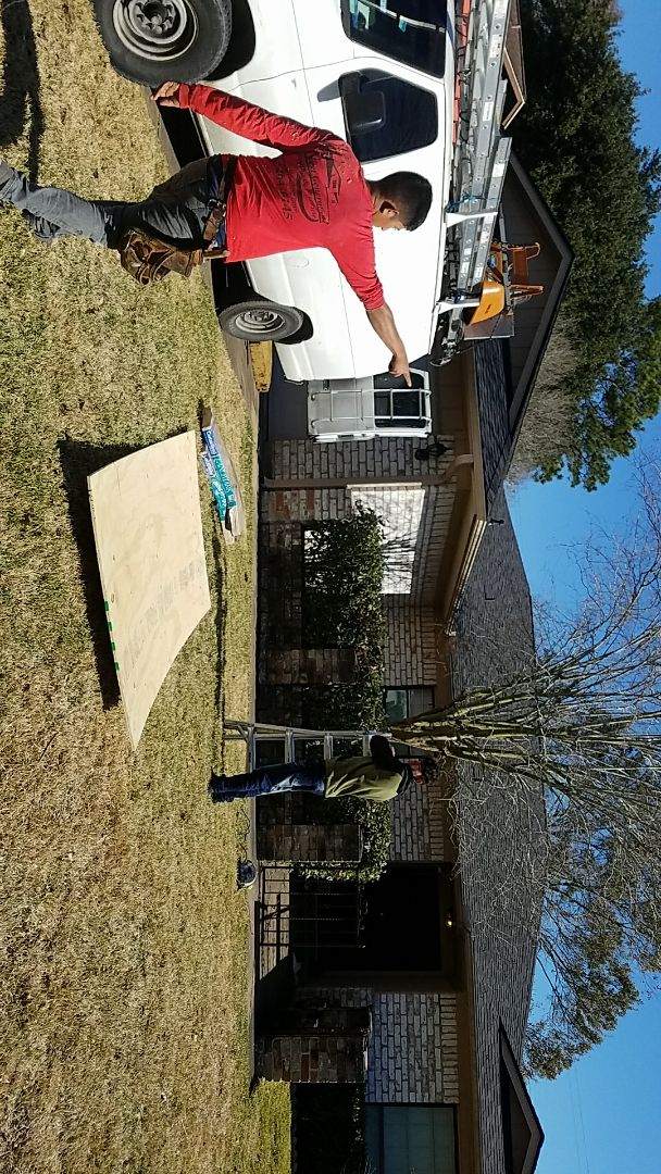 League City, TX - Doing a repair work on a roof we did some time ago. Although this happens very seldom, construction can never be 100% perfect, especially on older houses. But what can be perfect is our response to fix the mistakes that were made promptly without hesitation no matter what
