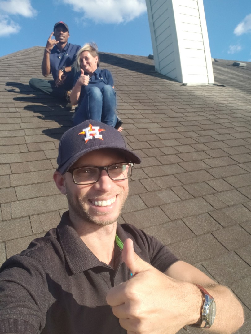 Pearland, TX - Inspection in Pearland, TX. Looking at hail damage with the team!