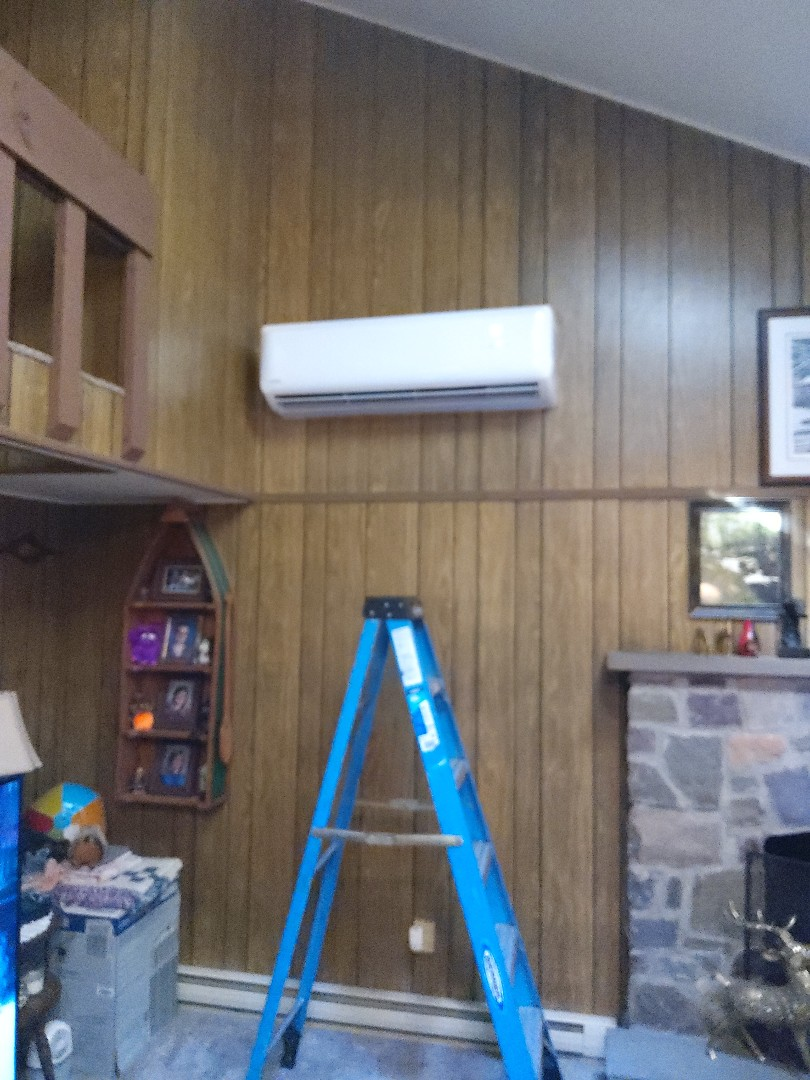 Tobyhanna Township, PA - Installed a new Lennox ductless heatpump system in Pocono lake