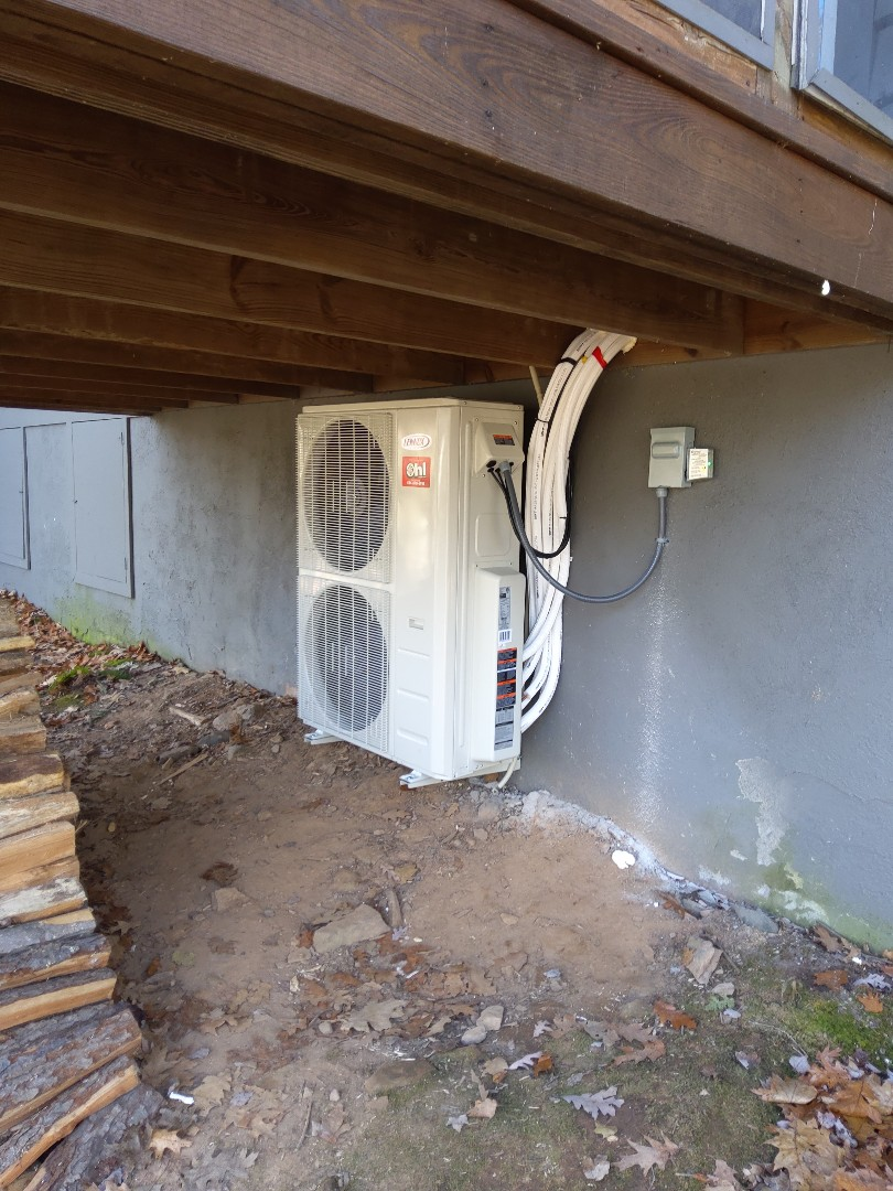 Blakeslee, PA - Installed 4 zone Lennox ductless heat pump system in Lake Harmony.