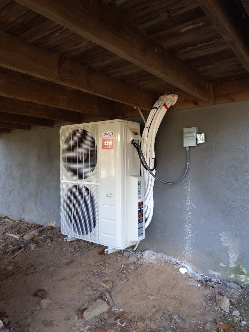 Blakeslee, PA - Installed a 4-zone Lennox ductless heat pump system in Lake Harmony