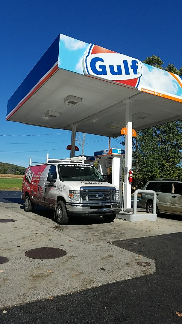 Lehighton, PA - Filling fuel fuel to my van on route 534