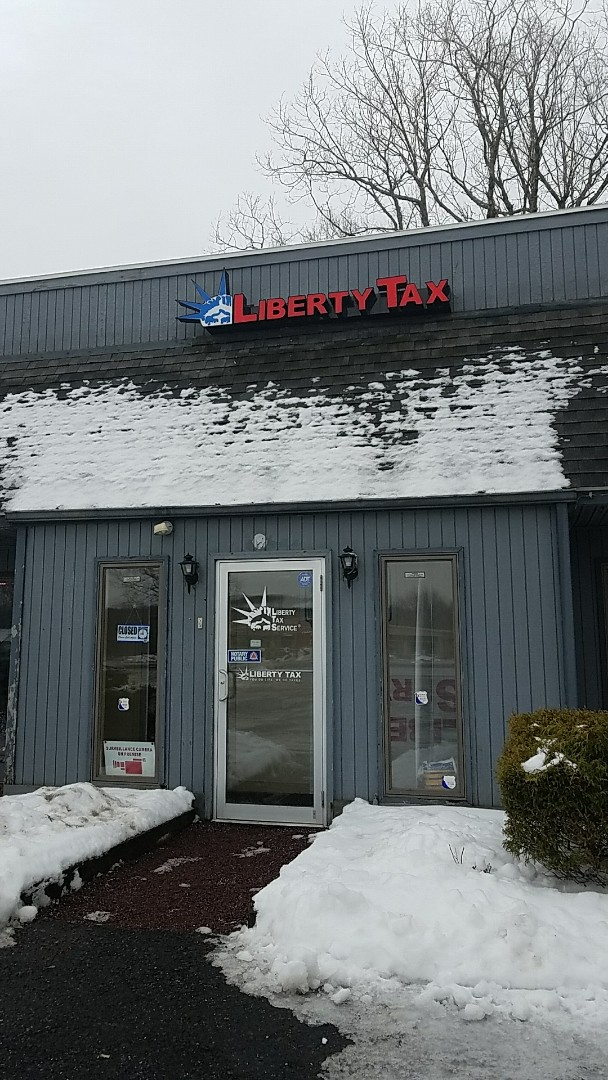 Mount Pocono, PA - Preparing my taxes at liberty tax service  closer to route 940