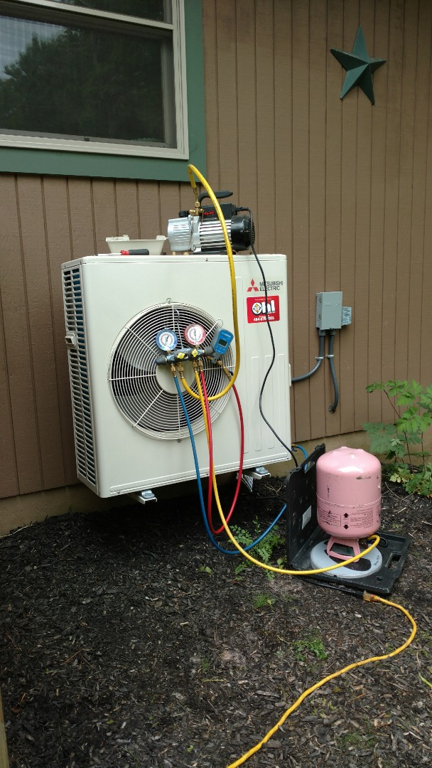 Lake Harmony, PA - Charging r410a into a Mitsubishi Ductless heatpump system in Lake Harmony