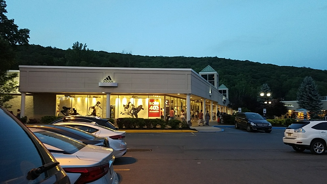 Lehighton, PA - Shopping at the crossing premium outlets