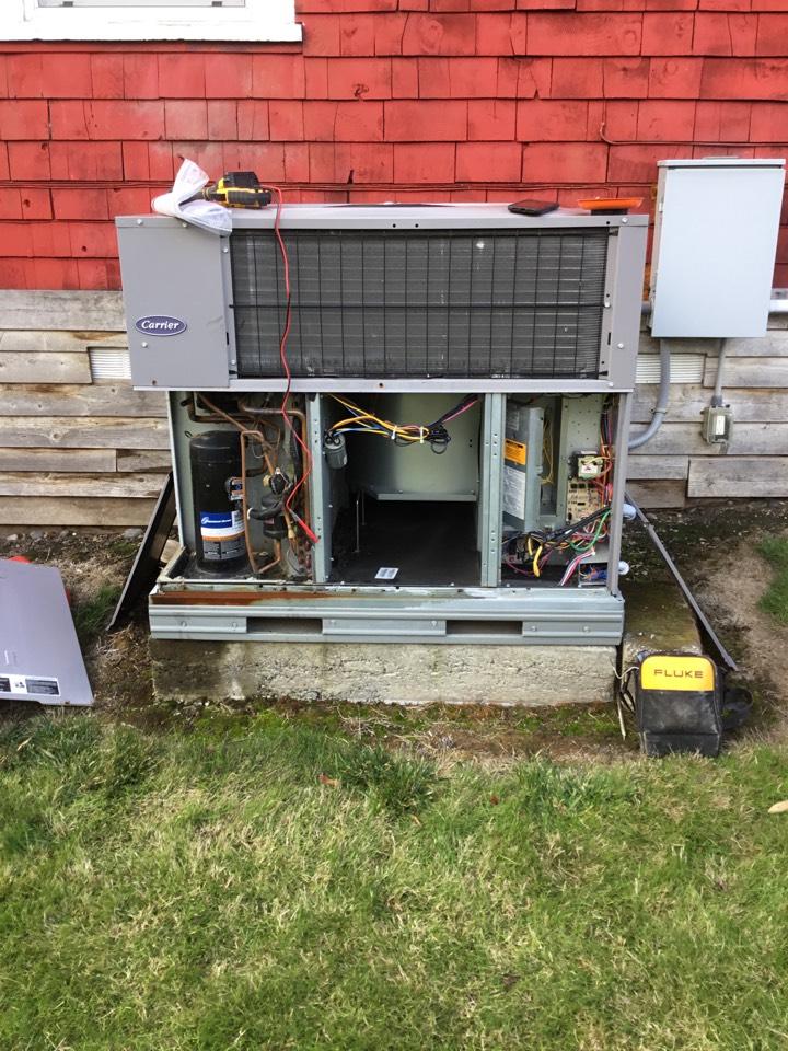 Oak Harbor, WA - Performed annual maintenance on a package heat pump unit for a family in Oak Harbor Washington