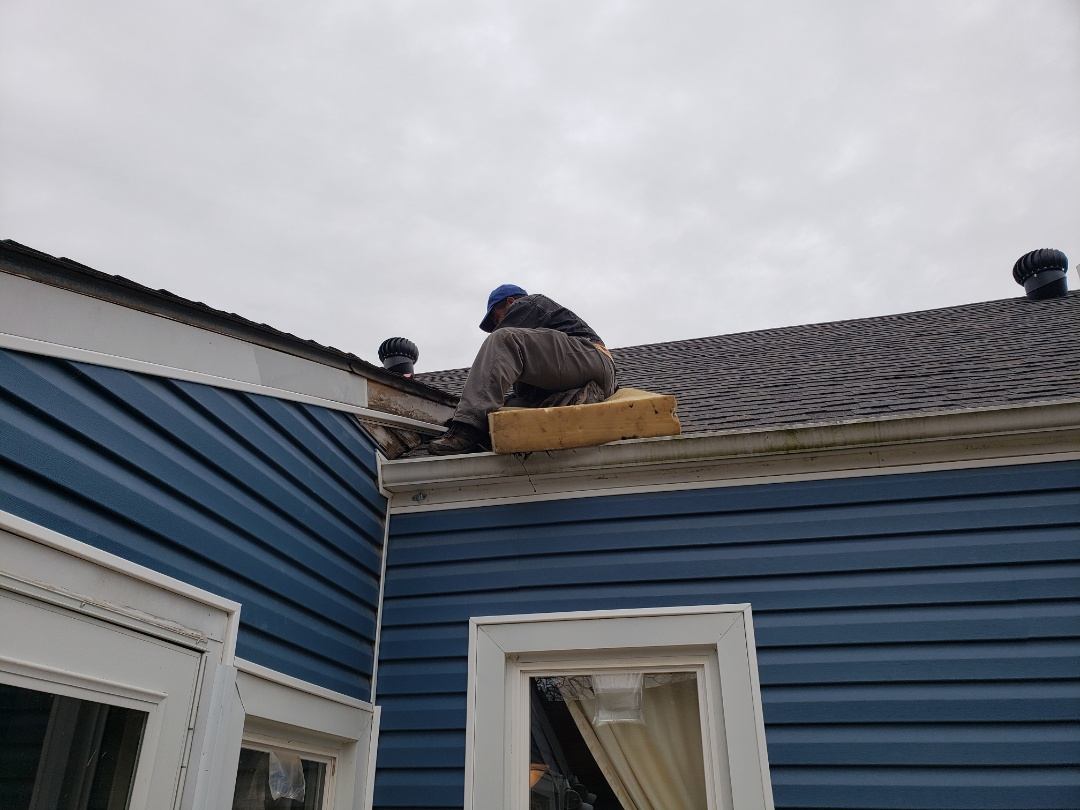 Mount Sterling, KY - Customer called and said they had a roof leak. The company that put the roof on had come out and couldn't find the source of the leak. Customer called CRC and CRC sent their repair guy out the next day. He was able to diagnose the issue within a few minutes of being on the roof. He also had all materials on truck to fix the leaking issue.