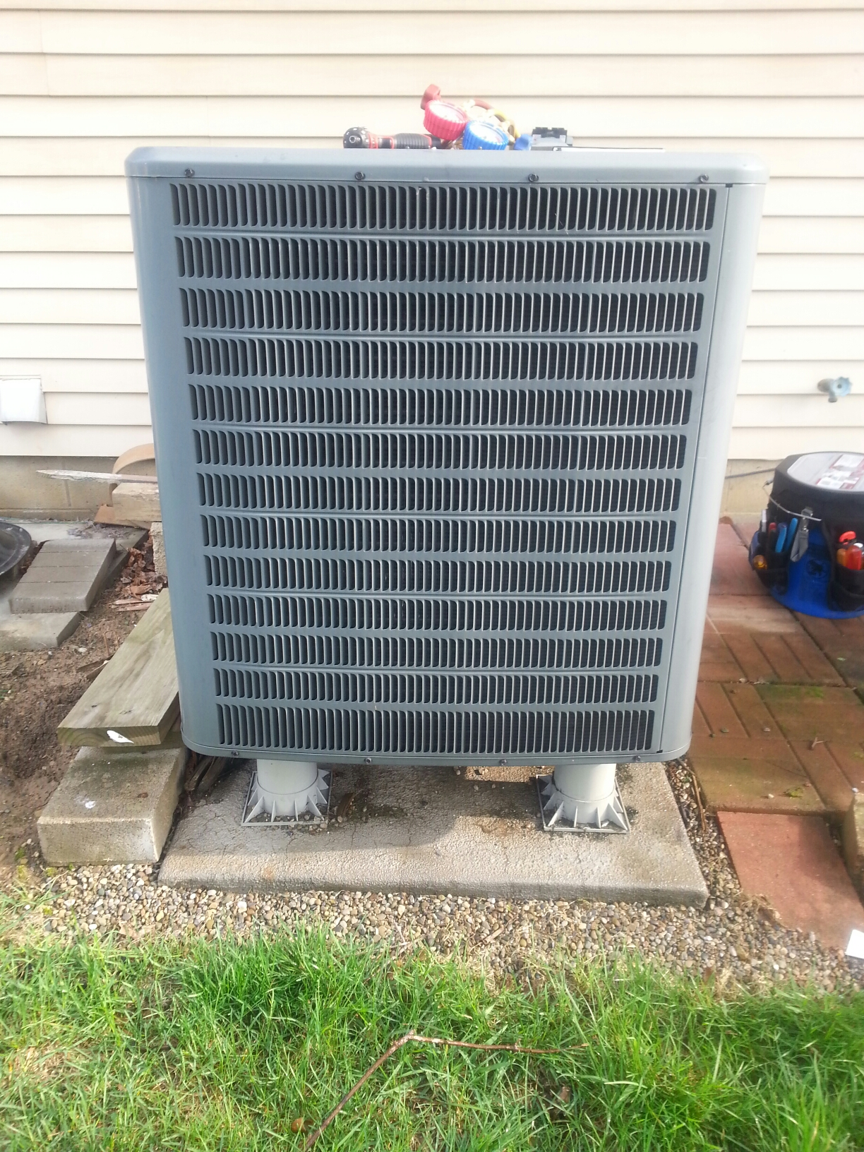 Reynoldsburg, OH - Doing a complete tune up on a five year old Goodman Heat Pump.