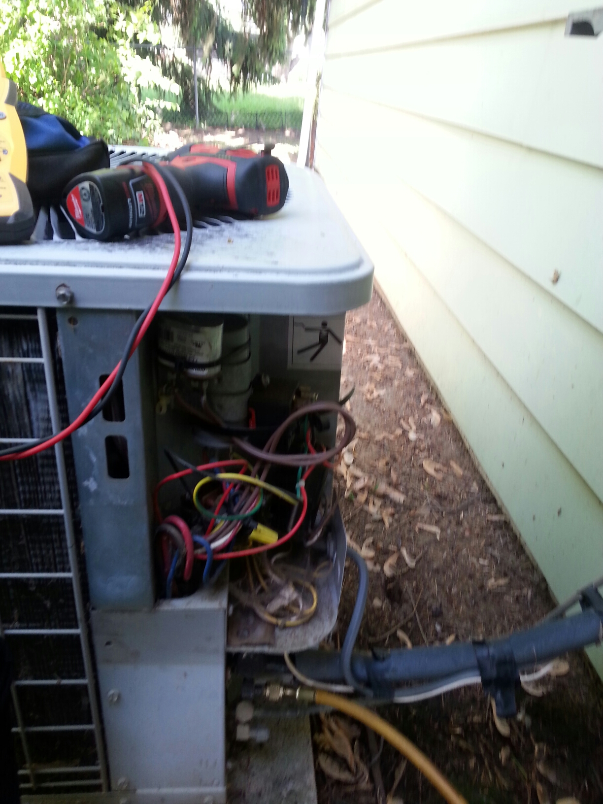 Grove City, OH - Doing a tune up on a ac unit.