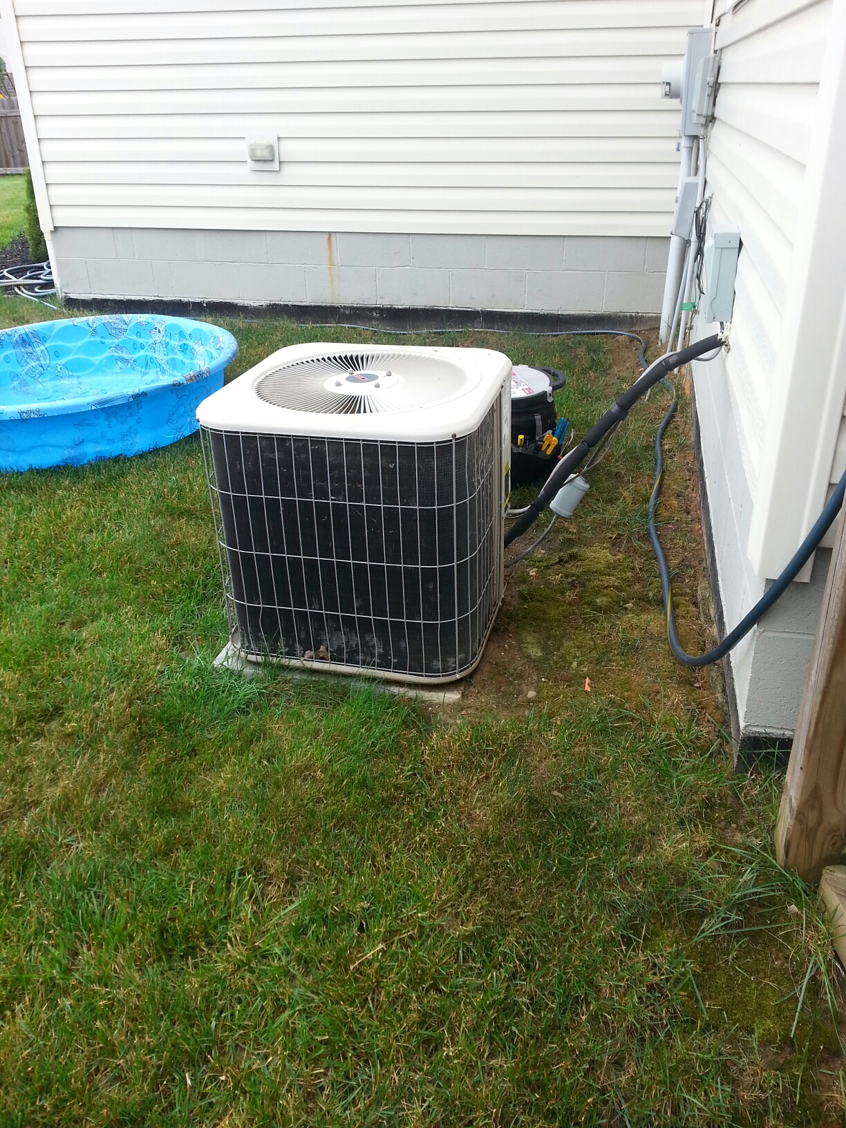 Blacklick, OH - Working on a Lennox air conditioning unit.
