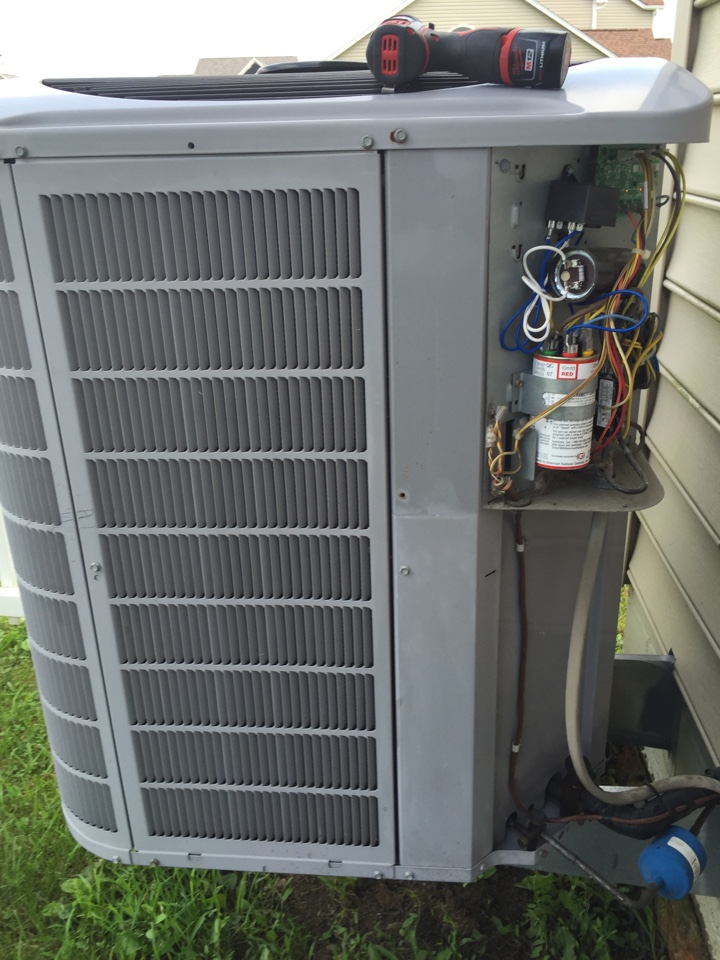 Grove City, OH - Tune up of a Carrier ac unit.