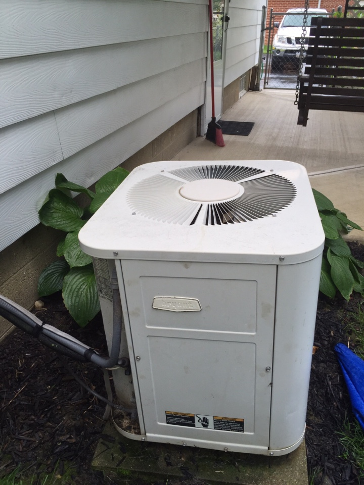 Galena, OH - Tune up of a Carrier air conditioning unit.