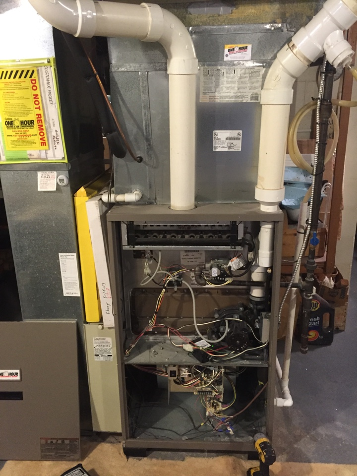 Upper Arlington, OH - Tune up on an 11 year old Amana Gas Furnace!