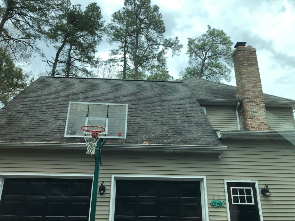 Lusby, MD - Older house, old vinyl siding homeowner wishes to get new siding waterfront. Replacement with JamesHardie Borden Batten and Cedar Mill plank