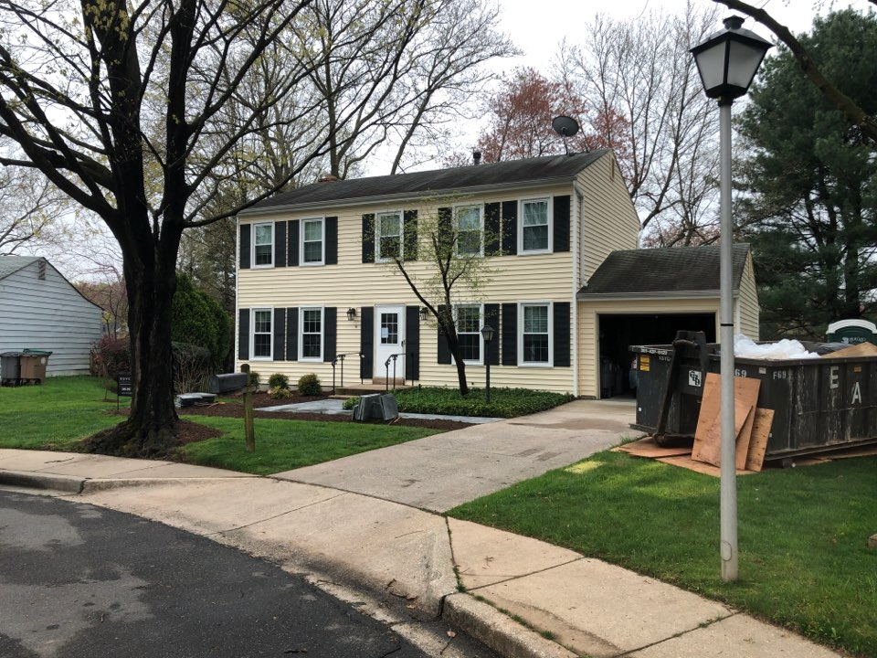 Rockville, MD - Replace vinyl siding on entire house. Trim as well. With JamesHardie Cedar Mill fiber cement planks.