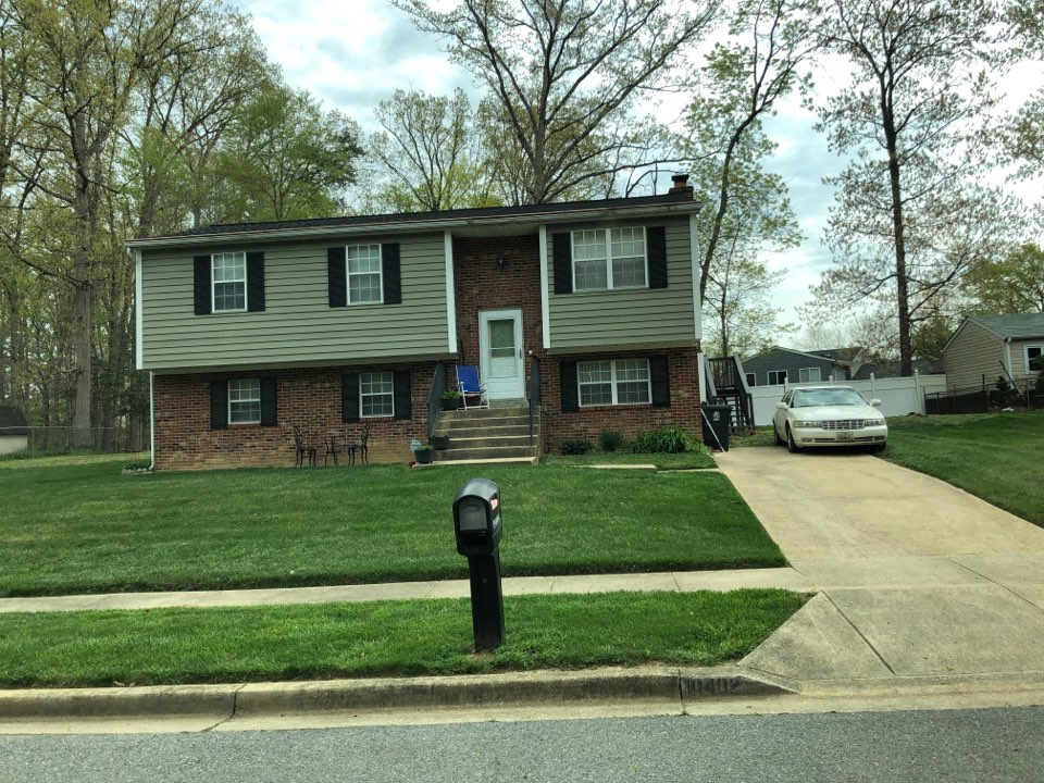 Clinton, MD - Old vinyl siding. Looking to replace with insulated siding vinyl or James Hardie siding.