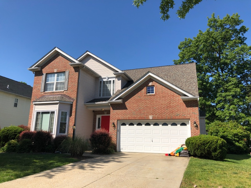 Waldorf, MD - Siding repair. Replace with mastic vinyl siding ovation. And timberline GAF roof shingles