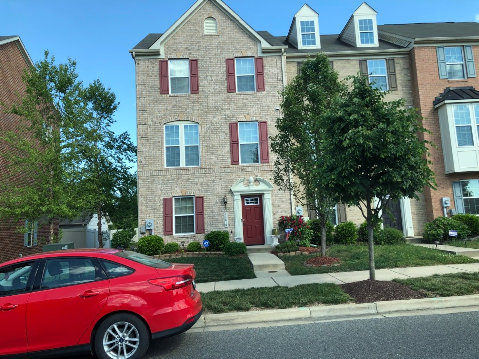 Waldorf, MD - Townhouse homeowner looking looking for a new timber tech composite deck. With vinyl railings