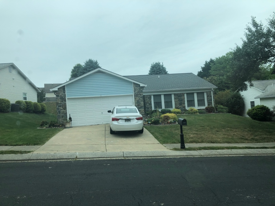 Annapolis, MD - Old siding needs to be replaced. Replace with JamesHardie Cedar Mill siding and trim.