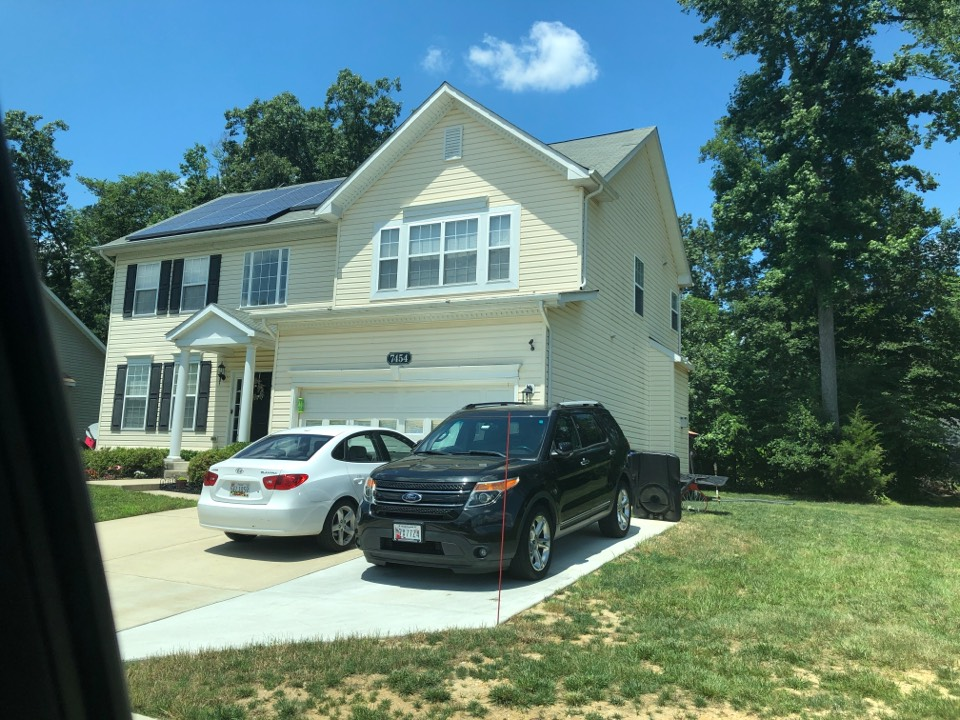 White Plains, MD - Full roof replacement for insurance claim. US essay. GAF timberline shingles charcoal colored