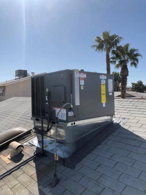 New installation of RUUD 3 ton rooftop packaged gas heat cool unit. R410 refrigerant freon