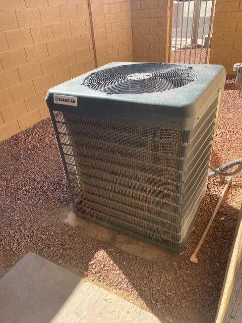 Henderson, NV - Service of a 4 ton Guardian R407C R22 Freon compatible condensing unit. Install new motor run capacitor in green valley neighborhood