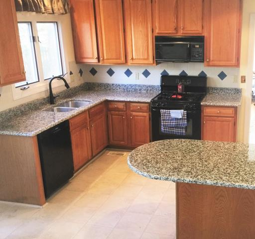 Midlothian, VA - Installed the Rose White kitchen granite counter top just in time before Thanksgiving!