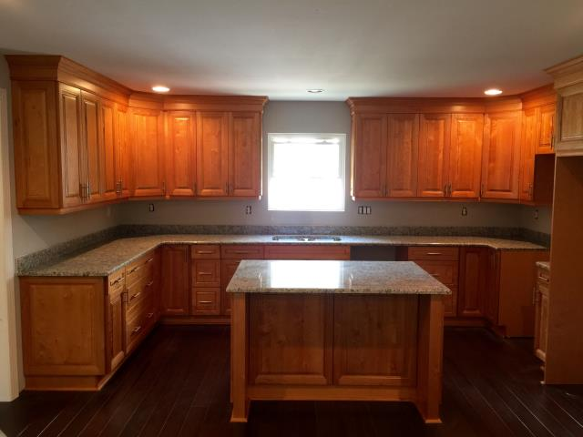 Henrico, VA - Light Maple kitchen cabinets with the Venetian Ice granite countertop for my contractor.  It has been my pleasure working with you again.