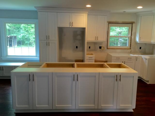 Ashland, VA - Just installed another white single shaker kitchen.  I can see why the shaker is so popular!!!