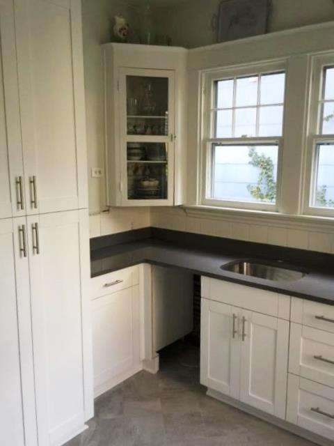 Richmond, VA - We think our White Shaker cabinets look great with our customers vintage glass cabinets! We also love our new in-stock Concrete Gray quartz.