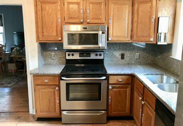 Henrico, VA - The caledonia granite with full back splash looks great with client's existing cabinets.