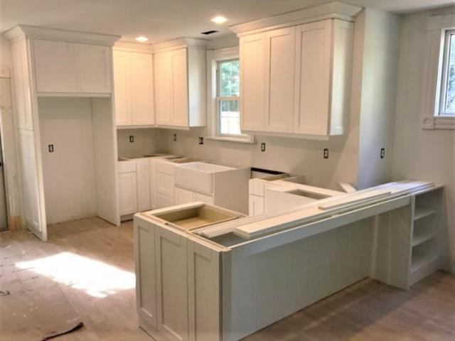 Richmond, VA - We just finished installing this spacious kitchen with a unique peninsula/seating area for one of our long time customers.
