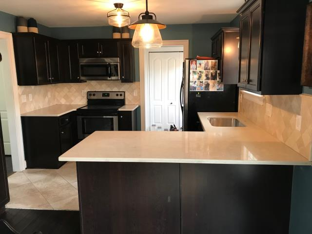 Quinton, VA - I absolutly love love love our new in stock quartz, Solare Brown.  The Solare Brown is a perfect match for this kitchen.