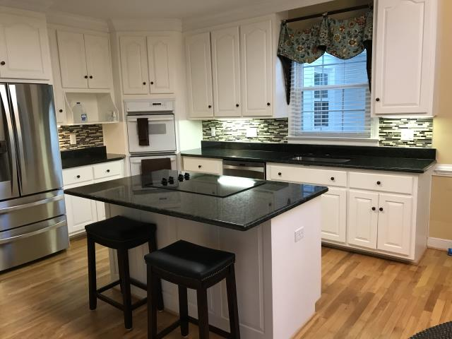 Henrico, VA - The Uba Tuba granite we installed yesterday looks perfect with my client's existing cabinets and tile back splash.