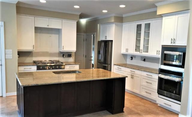 Glen Allen, VA - Our in-stock white & chocolate shaker cabinets look great with our customers special ordered Casperano granite and stainless steel appliances. We can't wait to see the finished room once the backsplash, stainless steel hood and light fixtures have been added!