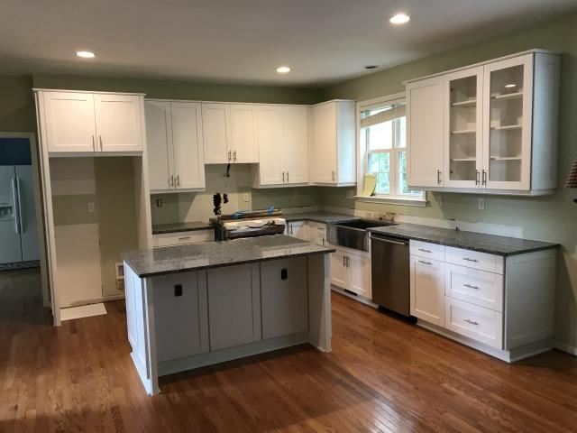 Chesterfield, VA - White Skaker maple cabinets with the Azul Platino granite.