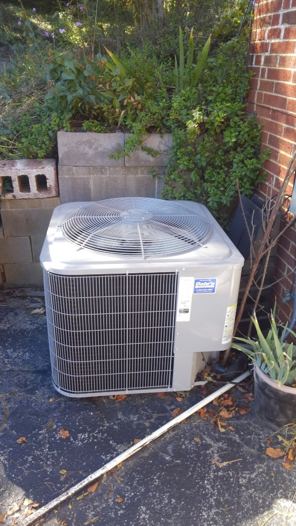 Ooltewah, TN - AC maintenance. Carrier heat pump air conditioner tune up.