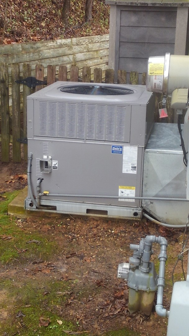 Ooltewah, TN - AC maintenance, Carrier heat pump and air conditioner tune up.