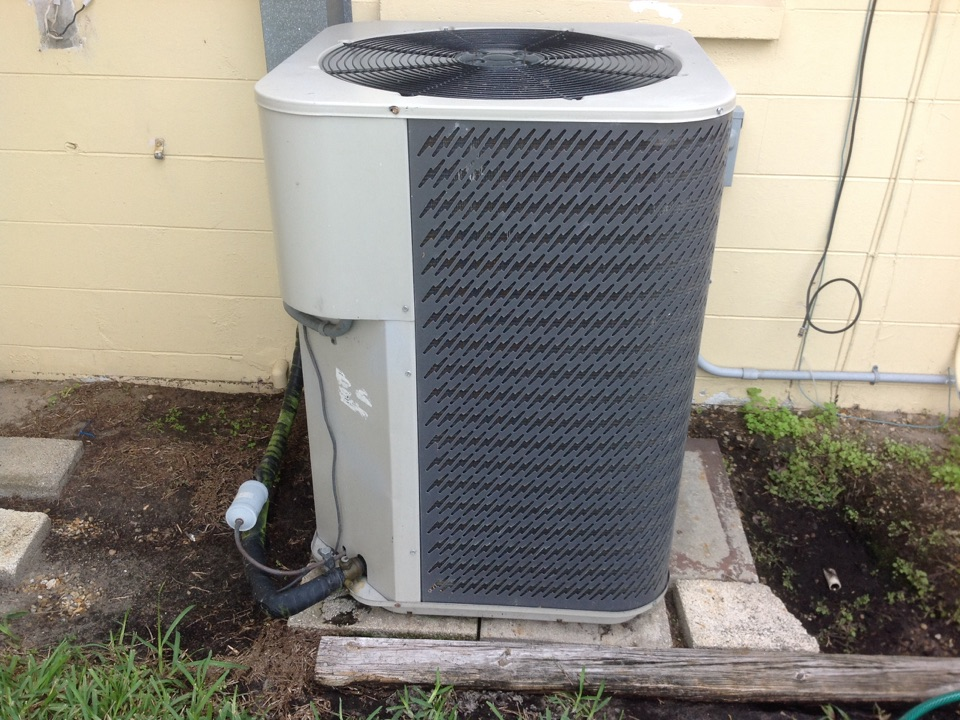 Lehigh Acres, FL - Performing a tune up on a Nordyne air conditioning system