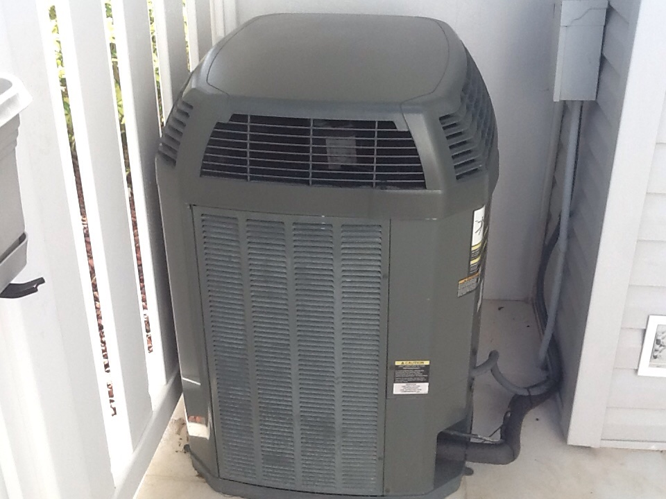 Fort Myers Beach, FL - Ac maintenance on Trane