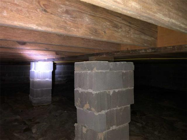 Chattanooga, TN - Inspecting a crawlspace in need of additional floor joist