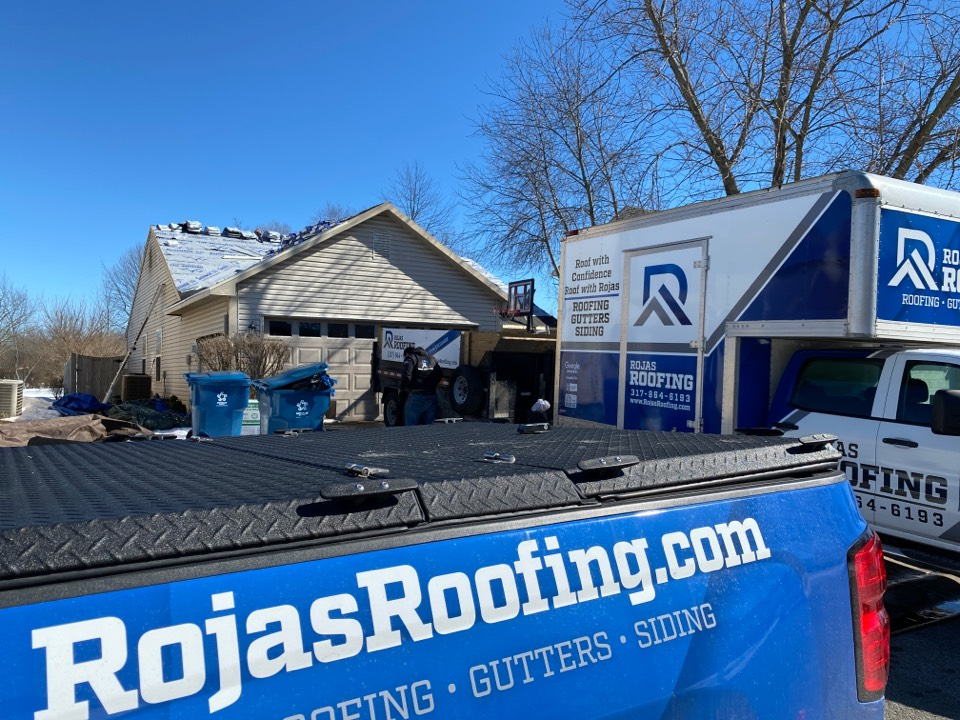 Indianapolis, IN - Supervising a shingle install