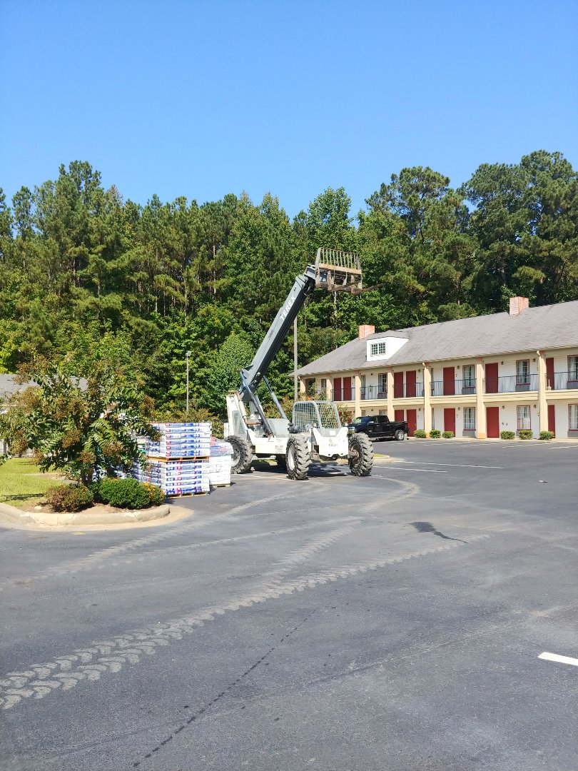 Birmingham, AL - Starting a Super 8 reroof in Alexander City, Al. Taking off 3-tab shingle and putting on GAF Timberline HD Architectural.